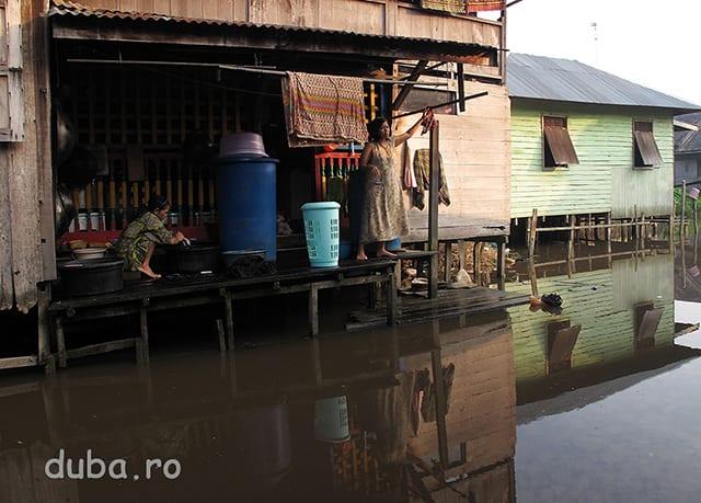 Dimineta in Marabahan, pe un afluen al lui Barito