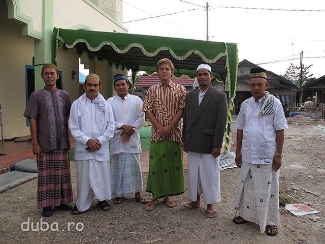 Hari Raya Lebaran. Sunt inapoi in Marabahan, la familia lui Hary, imbracat cum se cuvine.