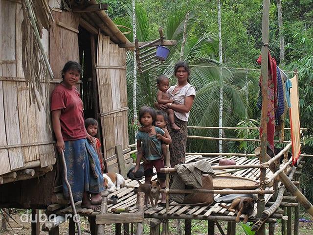 Pentru locuitorii din Painti Rangang sunt, probabil, o aparitie ciudata