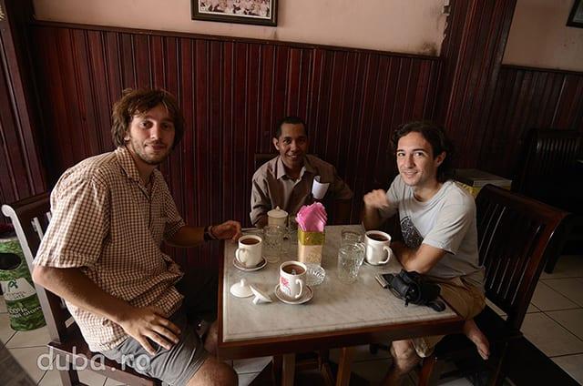 Impreuna cu Ongki la Kafe Joas din Ambon, cea mai faina cafenea ce am vazut-o in 2 ani prin Indonezia.
