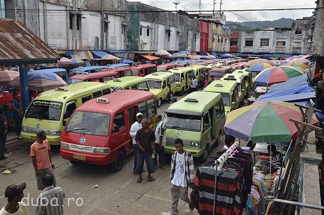 Terminalul de microbuze din cartierul Batu Merah, din Ambon.