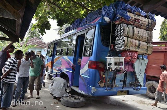 Autobusul Ambon-Bula.