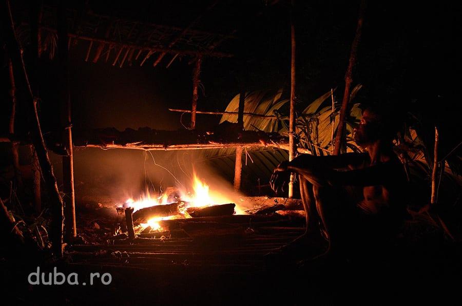 Pana spre dimineata, Buang tot afuma carnea. Ea trebuie sa fie uscata rapid, altfel nu rezista in clima calda si umeda.