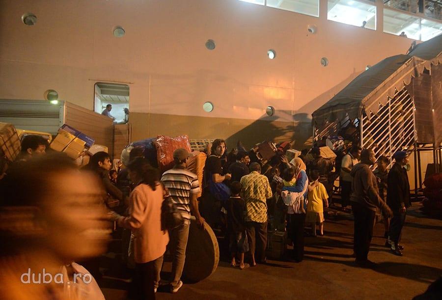 In Surabaya – imbarcarea pe KM Dobonslo, cu care urmeaza sa facem 5 zile pana in Papua.