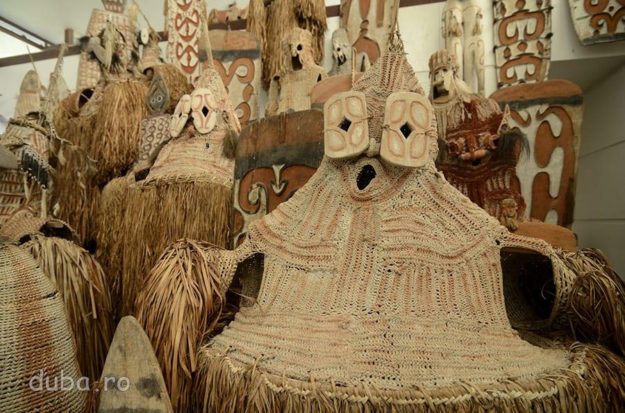 Masti pentru ceremoniile asmate – Muzeul Culturii si Progresului Asmat.